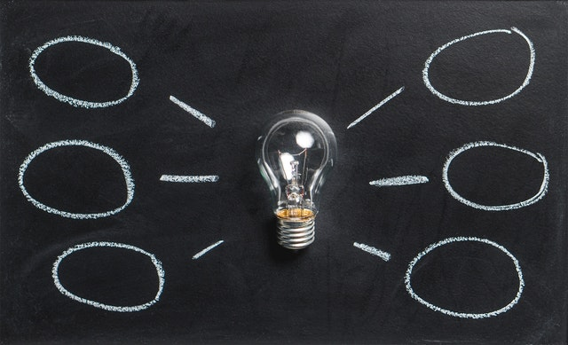 Psychologist Training - Picture of blackboard and lightbulb